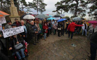 Tüntettek a Balatongyörök és Vonyarcvashegy között épülő ipari kikötő ellen